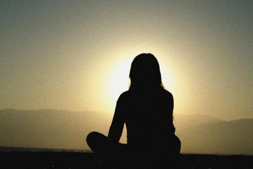 Woman silhouette sunset u