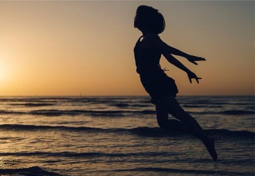 jump ocean horizon